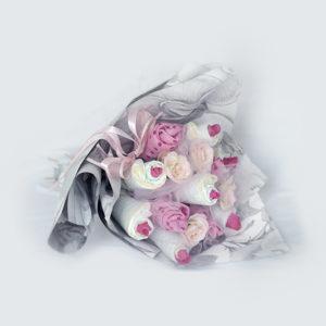 csokor pelenkából, pelenkatorta, babacsokor, pink, szürke